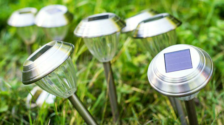 OZE-i-oswietlenie-ogrodowe-czyli-lampy-solarne