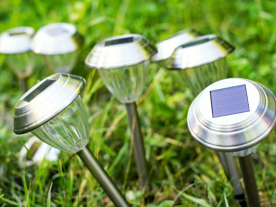 OZE i oswietlenie ogrodowe czyli lampy solarne